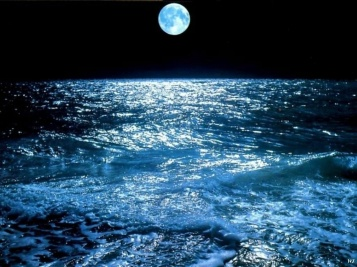 landscapes__moon_over_sea_wallpapersuggest_com-1024x768